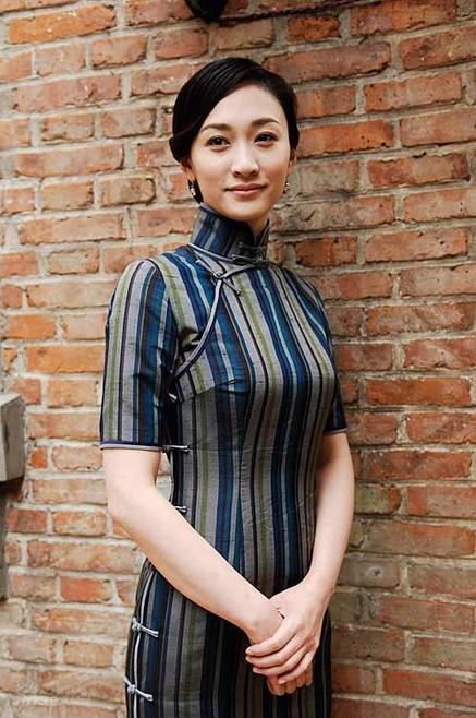 细数华语女星的旗袍情结:荧屏旗袍秀之李小冉   一方面,她