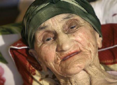 """格鲁吉亚""""世界最长寿""""老人庆祝130岁"""