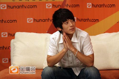 翔宝8月29在金鹰 淘汰不怪武艺 拒绝预测冠军 快男陈翔吧 高清图片